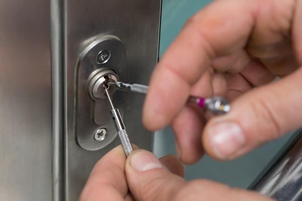 precio cerrajero abrir puerta en carabanchel